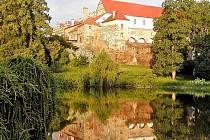 Pohled na horšovskotýnský zámek z parku.