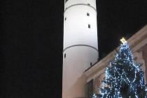 Domažlický vánoční strom přijímá vaše hlasy v anketě.