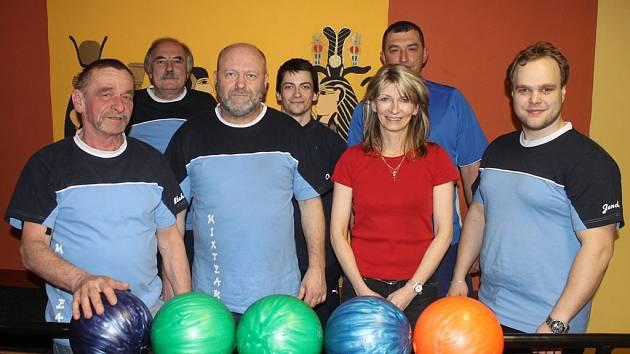 MIX TEAM. Blahoslav Kubal, Jan Bürger, Oldřich Navrátil, Radek Hájek, Zdeňka Hájková, Oleg Smirnof a Jan Tochor.