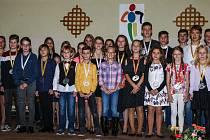 Ocenění běžci a běžkyně seriálu Běžec Chodska Junior za předloňský rok 2019.