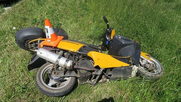 Šedesátiletý muž měl v krvi 2,74 promile alkoholu. Na motorku vůbec neměl sedat, neměl totiž řidičský průkaz.