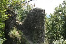 Zříceniny hradu Starý Herštejn.