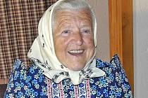 MARIE SLADKÁ. Její život je celý spojen s chodským krojem. I proto byla ostatním rádkyní při natáčení instruktážního CD o jeho oblékání, které se nedávno uskutečnilo v draženovském, památkáři chráněném statku U Podestátů.