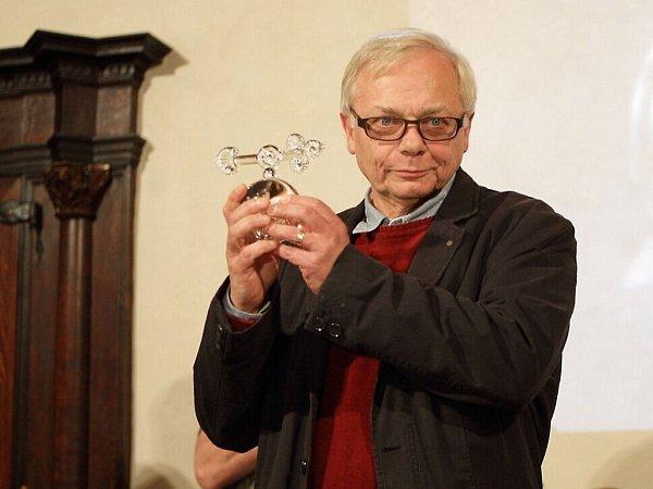 Zlatou rafičku převzal irežisér, scénárista a herec Karel Smyczek, autor seriálu Bylo nás pět, filmu Sněženky a machři či pohádky Lotrando a Zubejda.
