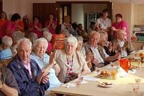 Ze setkání domažlických a furthských seniorů.
