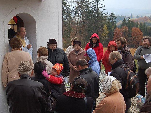 Mše svatá u kapličky nad Branišovem.