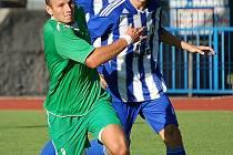 Z podzimního utkání Jiskry Domažlice s 1. FC Karlovy Vary.
