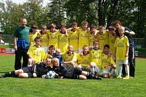 Mladší žáci Jiskry Domažlice nastoupili po starších žácích proti Berounu. Do vedení šli hosté, ale svěřenci trenérů Bočana, Šrámka a Procházky zápas otočili dvěma góly Čadka. V divizi jim patří  11. místo.