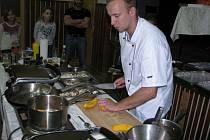 V HLAVNÍ ROLI DÝNĚ. Kvíčovičtí sami připravili pokrmy z dýně, vaření z této suroviny předvedl i kuchař Michal Purkmenský.