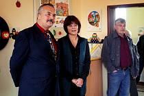 Při slavnostním předávání provedla ředitelka Ivana Sedláková (na snímku) návštěvníky novou základní školou.