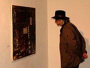 Výstava maleb bavorského výtvarníka  Aloise Öllingera byla v domažlické Galerii bratří Špillarů zahájena vernisáží.