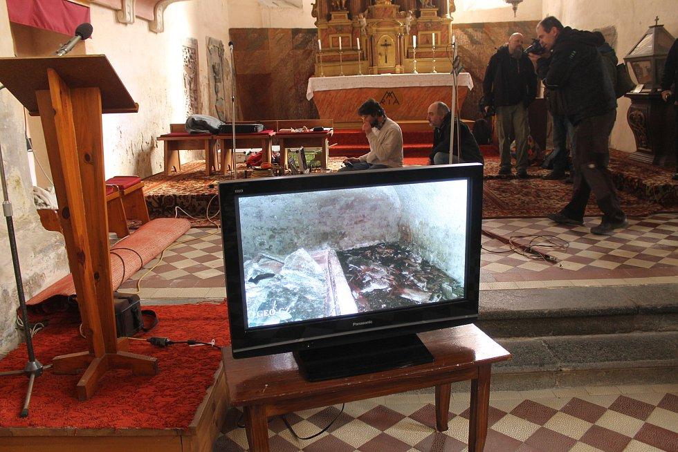 Archeologové se vrátili zkoumat poběžovickou hrobku Jana Jiřího ze Švamberka.
