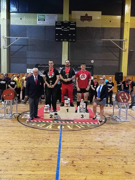 Národní rekordy a medailové žně trojbojařů Fitness klubu Staňkov.