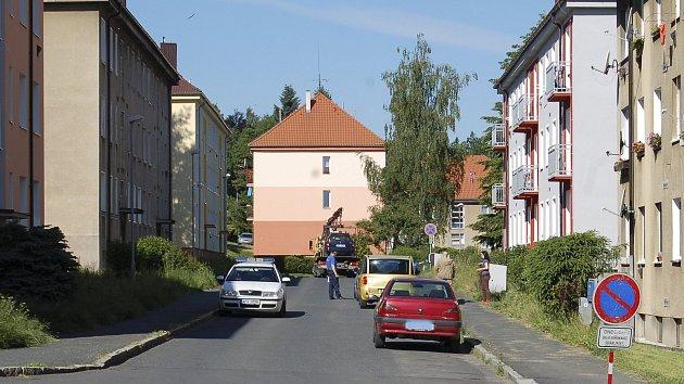 Parkování na sídlišti Kavkaz je pro řidiče dlouhodobě velký problém.