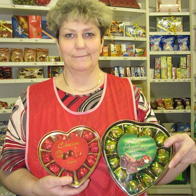 """V cukrárně Delika v Domažlicích zatím velikonoční dobroty neseženete. """"Myslím, že je na to ještě opravdu brzy. Vždyť zatím lidé kupují teprve srdce k Valentýnu,"""" uvedla Zuzana Šibíková."""