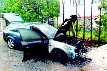 Vůz Audi hořel v obci Prapořiště.
