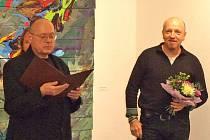 Vedoucí galerie Václav Sika (vlevo) s vystavujícím umělcem Michaelem Rittsteinem