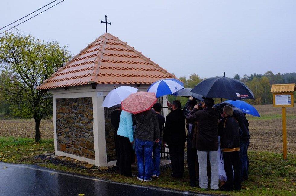 Svěcení kaple pod Ostromečí.