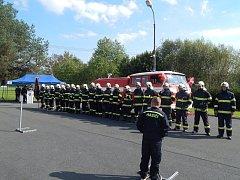 Z předání nového hasicího vozu pro SDH Horšovský Týn.