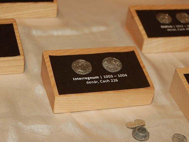 V Muzeu Chodska jsou vystaveny staré mince.