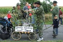 Křenovští putovali krajem s žebřiňákem a sudem piva.