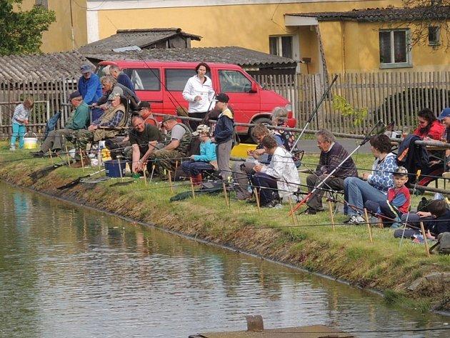 Rybářské závody v Křenovech.