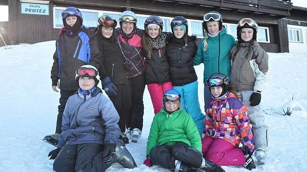 Sedmáci na lyžařském kurzu.