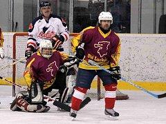 Z utkání hokejistů Old Lucky Boys Domažlice a Kawartha Lakers Canada.