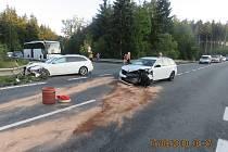 Škoda na vozidle Škoda Octavia byla vyčíslena na 500 tisíc korun, na vozidle Audi vznikla škoda ve výši 200 tisíc korun. Na svodidlech vznikla dvacetitisícová škoda.