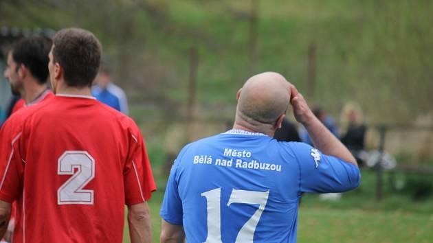 Z šlágru okresního přeboru mezi fotbalisty Bělé a Chodova.