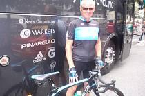 Miroslav Vokáč s kolem Bradlyho Wigginse, vítěze Tour de France.