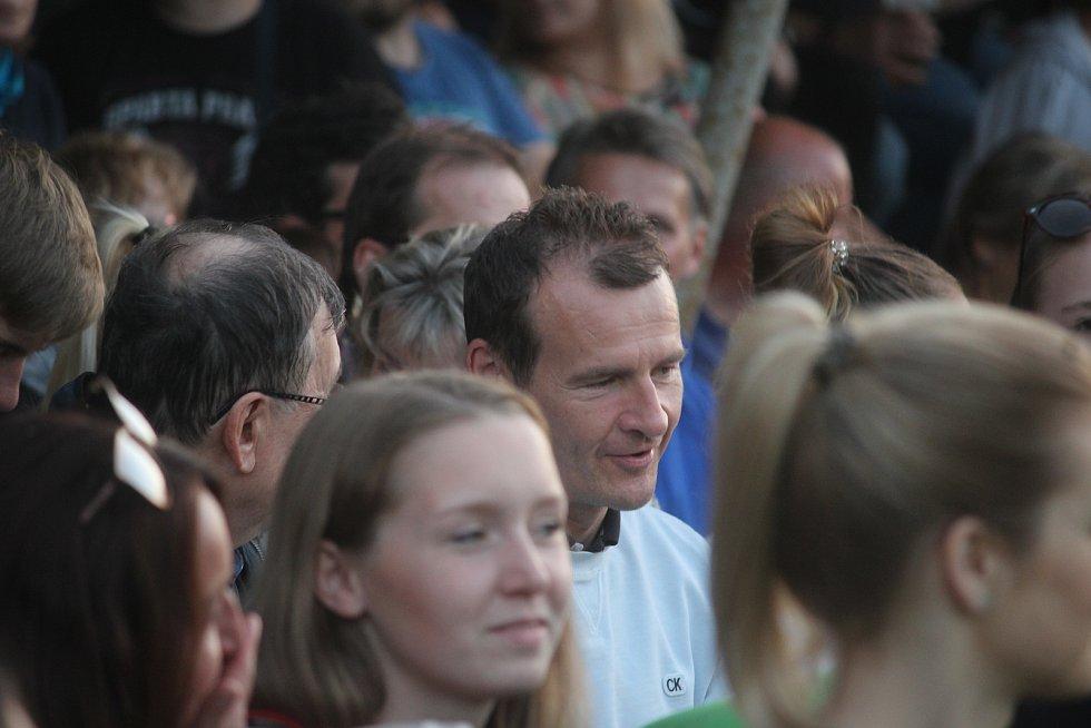 David Prachař exceloval ve hře trenér v autentickém prostředí přímo na fotbalovém hřišti v Únějovicích na Domažlicku. Podívat se přišel i mezinárodní fotbalový rozhodčí Pavel Královec.