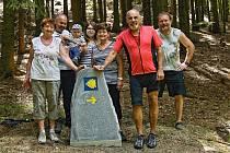 Na Modlíně odhalili kámen Svatojakubské poutní cesty.