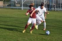 Stejně jako na jaře doma se i v sobotu ve vzájemném zápase I.B třídy na hřišti TJ Chodský Újezd radovali  ze tří bodů fotbalisté Sokola Postřekov (červené dresy).