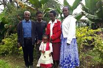 Rodina, které Alena pomáhá. Mimi vpředu.