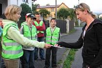 Eva Steinbachová z Postřekova jela podle předpisů a dostala od klenečských školáků obrázek rozesmátého autíčka.
