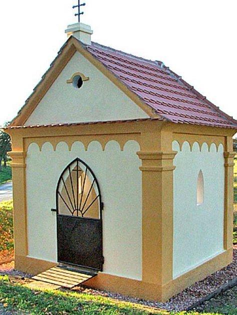 Opravená kaplička v Semněvicích