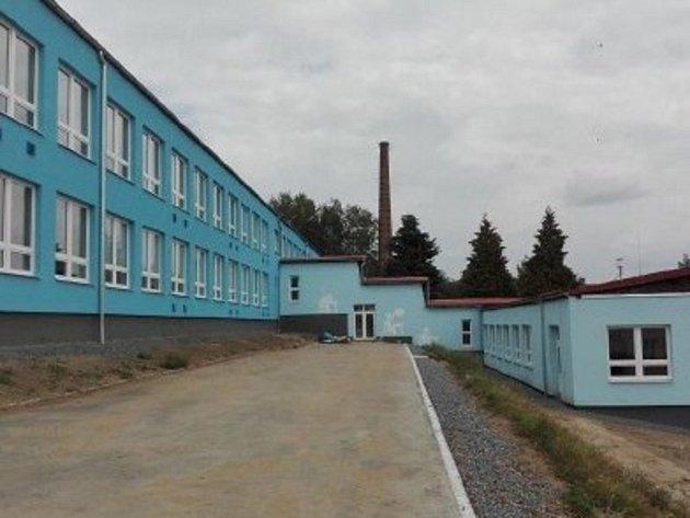 Zrenovovaný areál ZŠ Bělá nad Radbuzou.