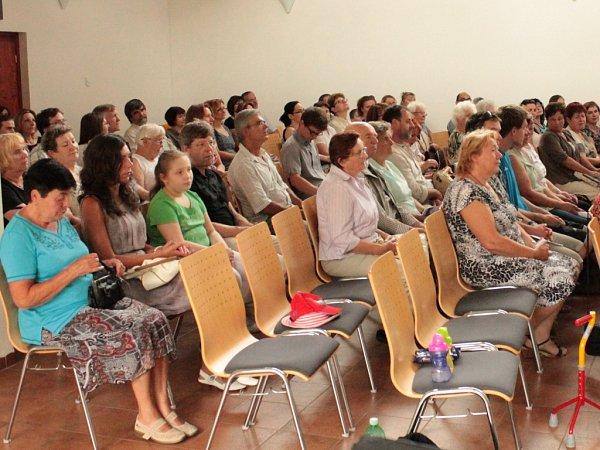 Diváci si při koncertu vyslechli skladby A. Dvořáka, J. Ježka, Fr. Kumpery imuzikálové melodie.