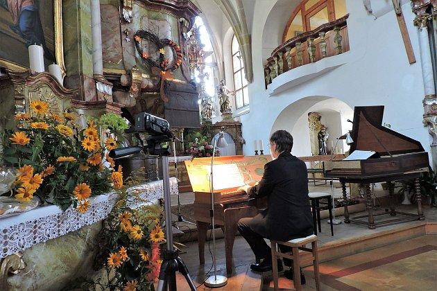 Kostelem sv. Mikuláše ve Kdyni zněly varhany.