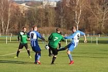Staňkov (v modrém) prohrál s Meclovem (v zeleném) 0:1.