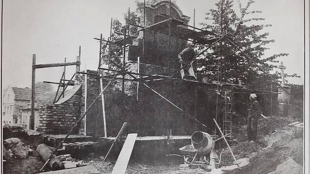 Oprava kostela.