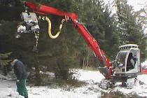 Během tří týdnů vytěžili v Pocinovicích pomocí Harvestoru 700 kubíků dřeva