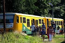 Ne všechny vlaky jezdí obsazené alespoň tolik, jako ten na našem snímku.