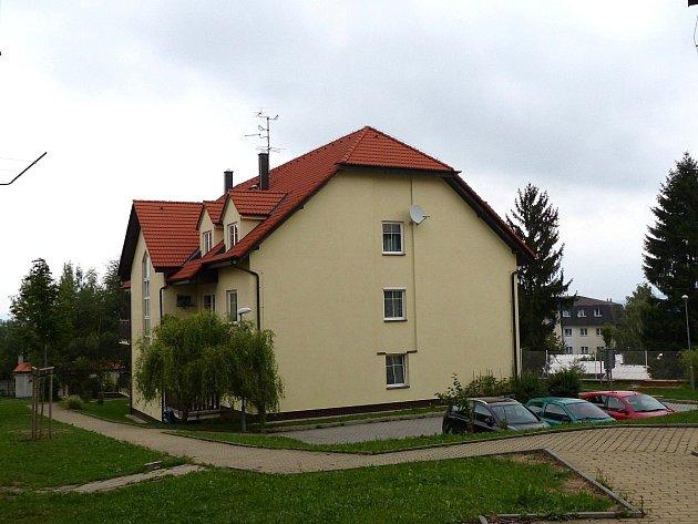 Problém se dotýká obyvatel těchto domů.