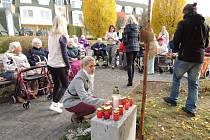 Nové vzpomínkové místo na zahradě Domu seniorů ve Kdyni.