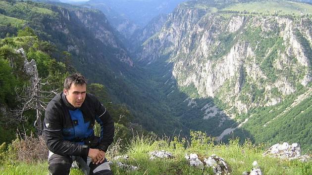 David Šmatera z Brnířova nad kaňonem kousek od řeky Piva.