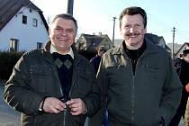 Josefa Pospíšila (vlevo) jsme viděli s Josefem Kupilíkem vloni na masopustu v Postřekově.