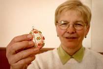 Eva Medlenová z Plzně navštívila kurz drátkování spolu s dcerou. Od té doby vyrobí před každými Velikonocemi desítky originálních drátkovaných kraslic.