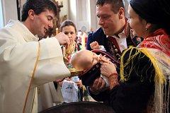 Chodské křtiny malého Adámka.